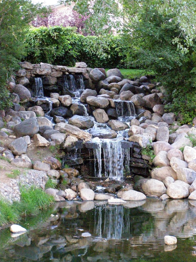 Make A Mini Waterfall In The Garden 36 Hoommy Com