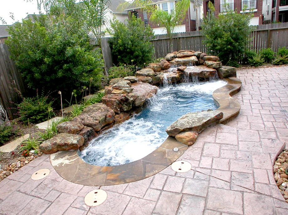 Awesome Small Pool Design for Home Backyard 66 - Hoommy.com