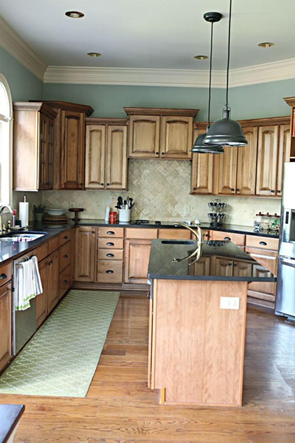Elegant Kitchen Light Cabinets with Dark Countertops 20 ...