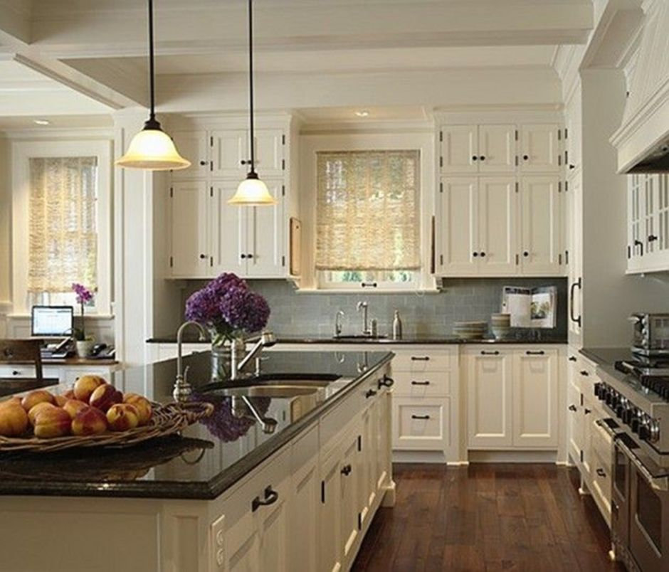 Kitchen With White Cabinets Black Countertops: Elegant Kitchen Light Cabinets With Dark Countertops 58